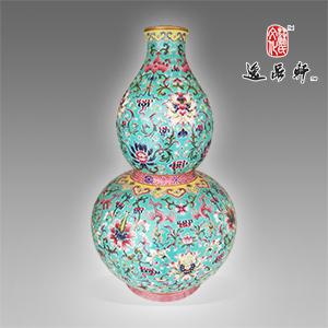 清代嘉庆款粉彩花卉葫芦瓶